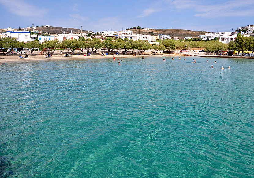 Azolimnos is one of many child-friendly beaches in Syros.